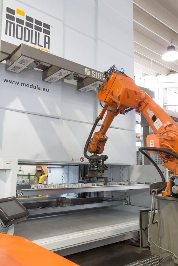 Crane Robot external tray