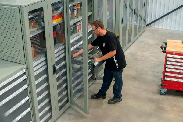 Clip Shelving w-glass doors-ROUSSEAU_02_QC_MAN-compressed
