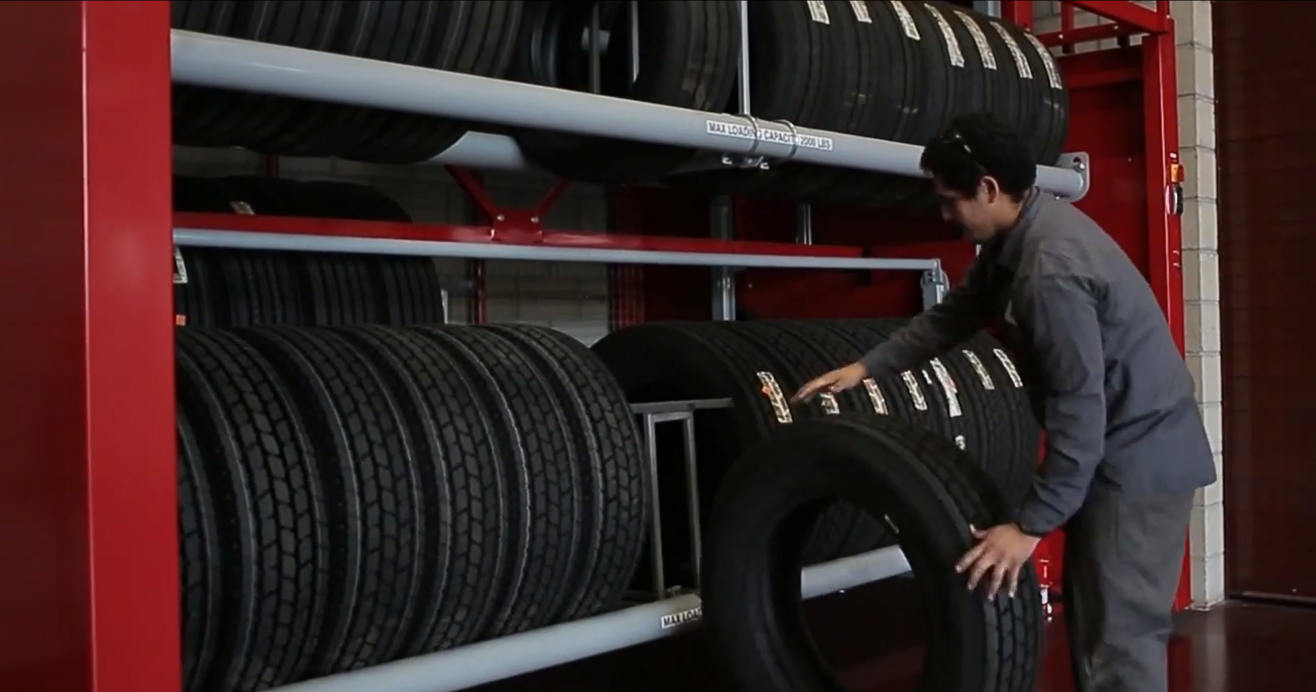 Vidir Tire Carousel -unloading