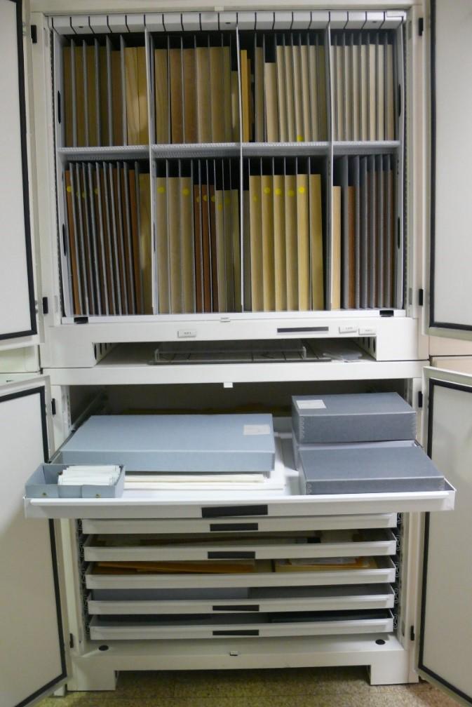 Flat Tray Cabinet Storage