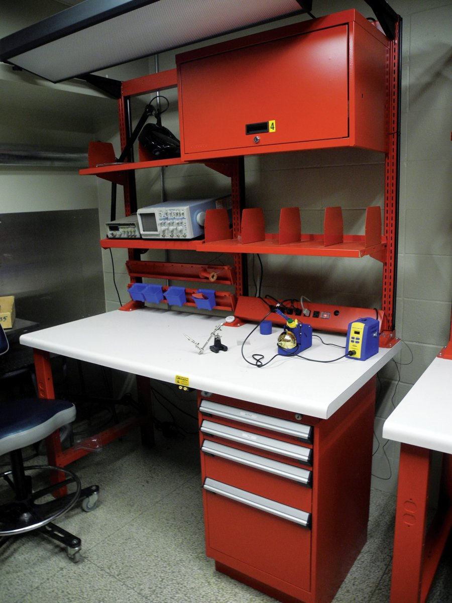 Workbench with upright frame work center